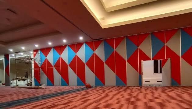 dinding pembatas ruangan